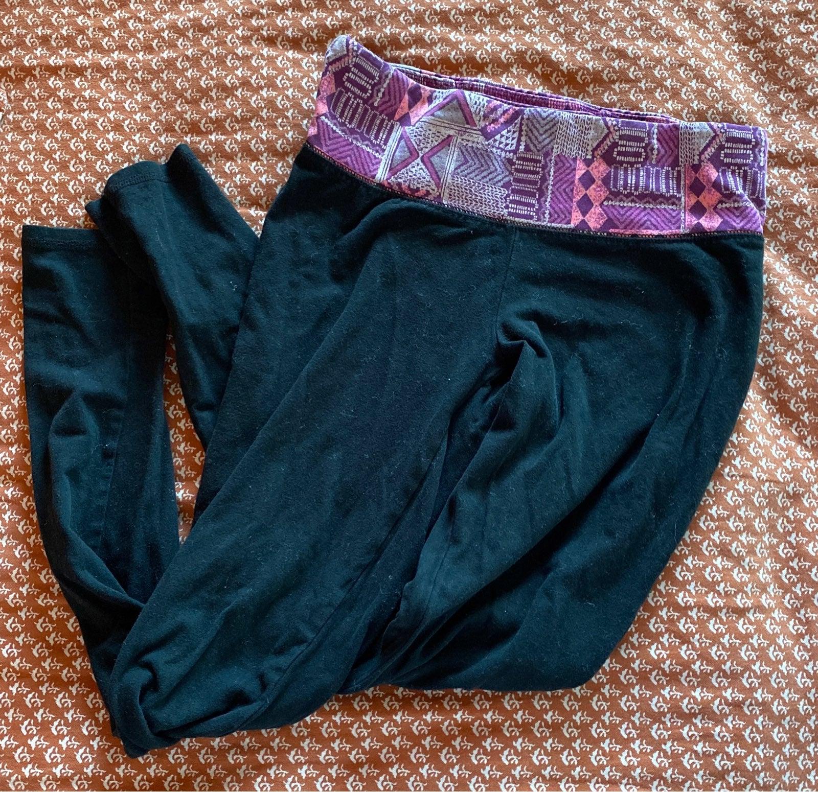 black and pink leggings/yoga pants
