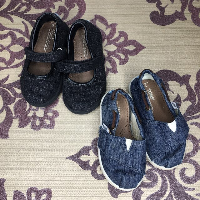 Toddler Toms x2 size 5
