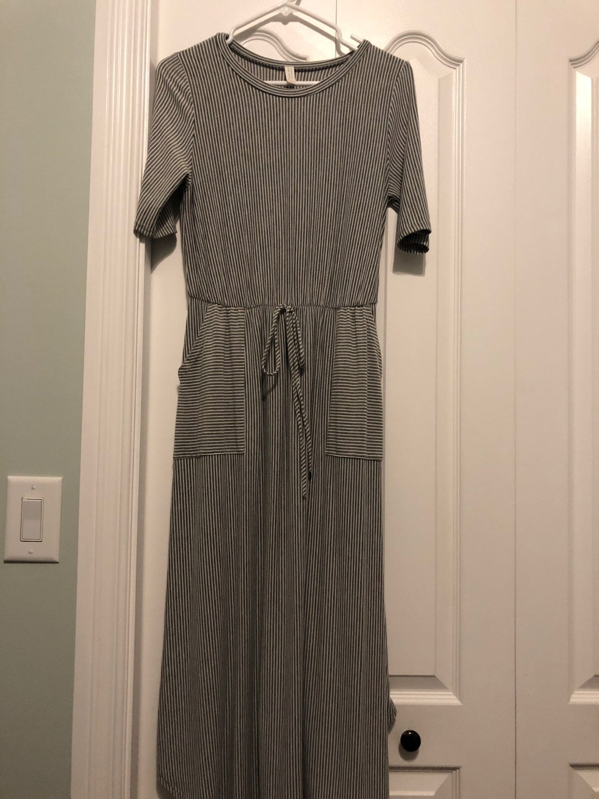 NWOT Women's Midi Dress, Grey & White, M