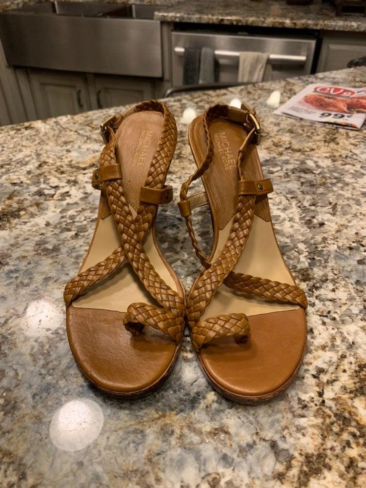 Like new michael kors tan brown heels