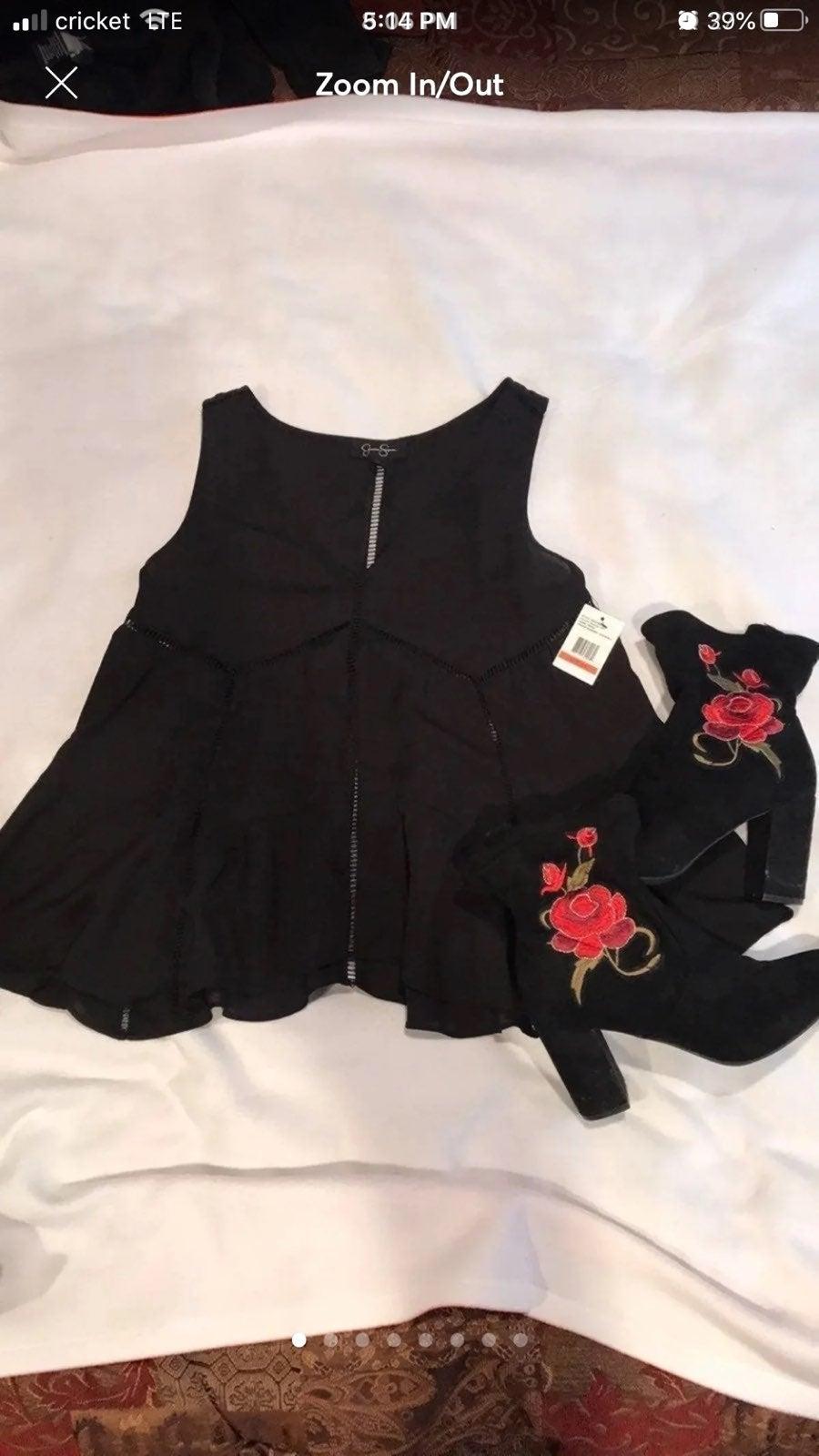 Jessica Simpson V-Neck sleeveless top