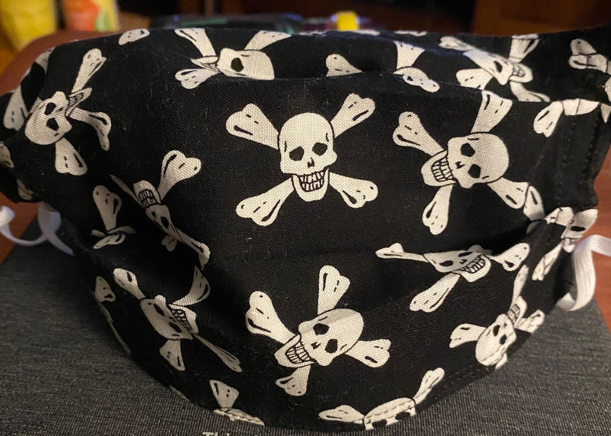 Pirate skull and cross bones mask