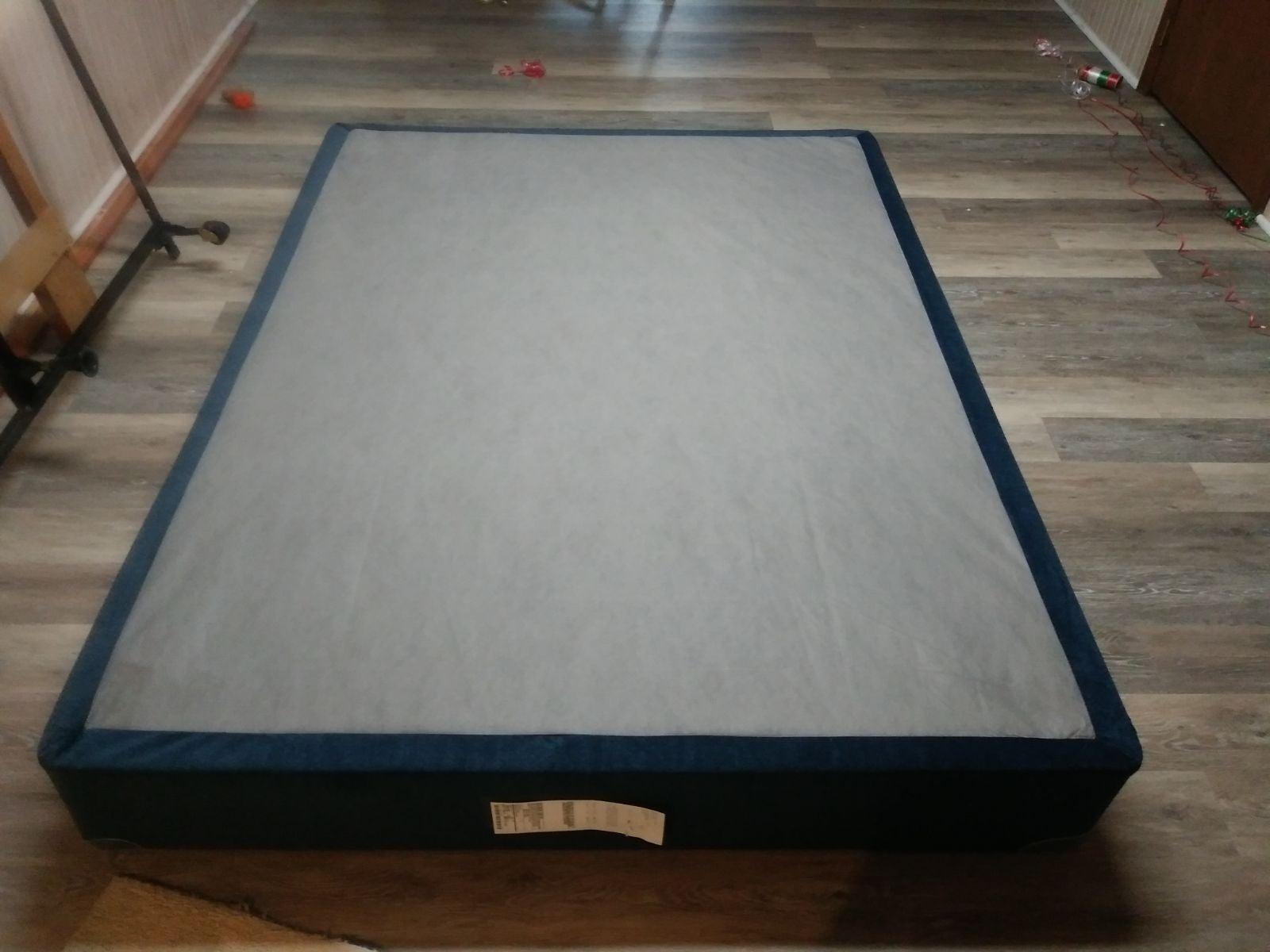 Serta Comfort Box (Queen-size)