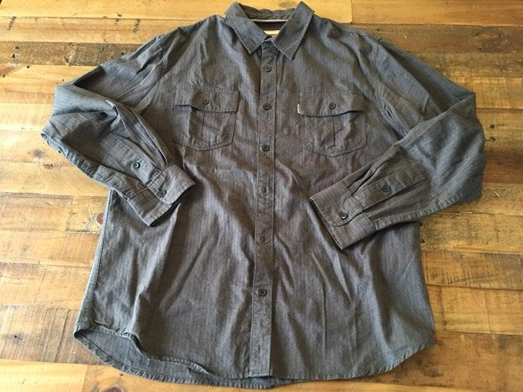 Levi's Button Down Shirt - Large
