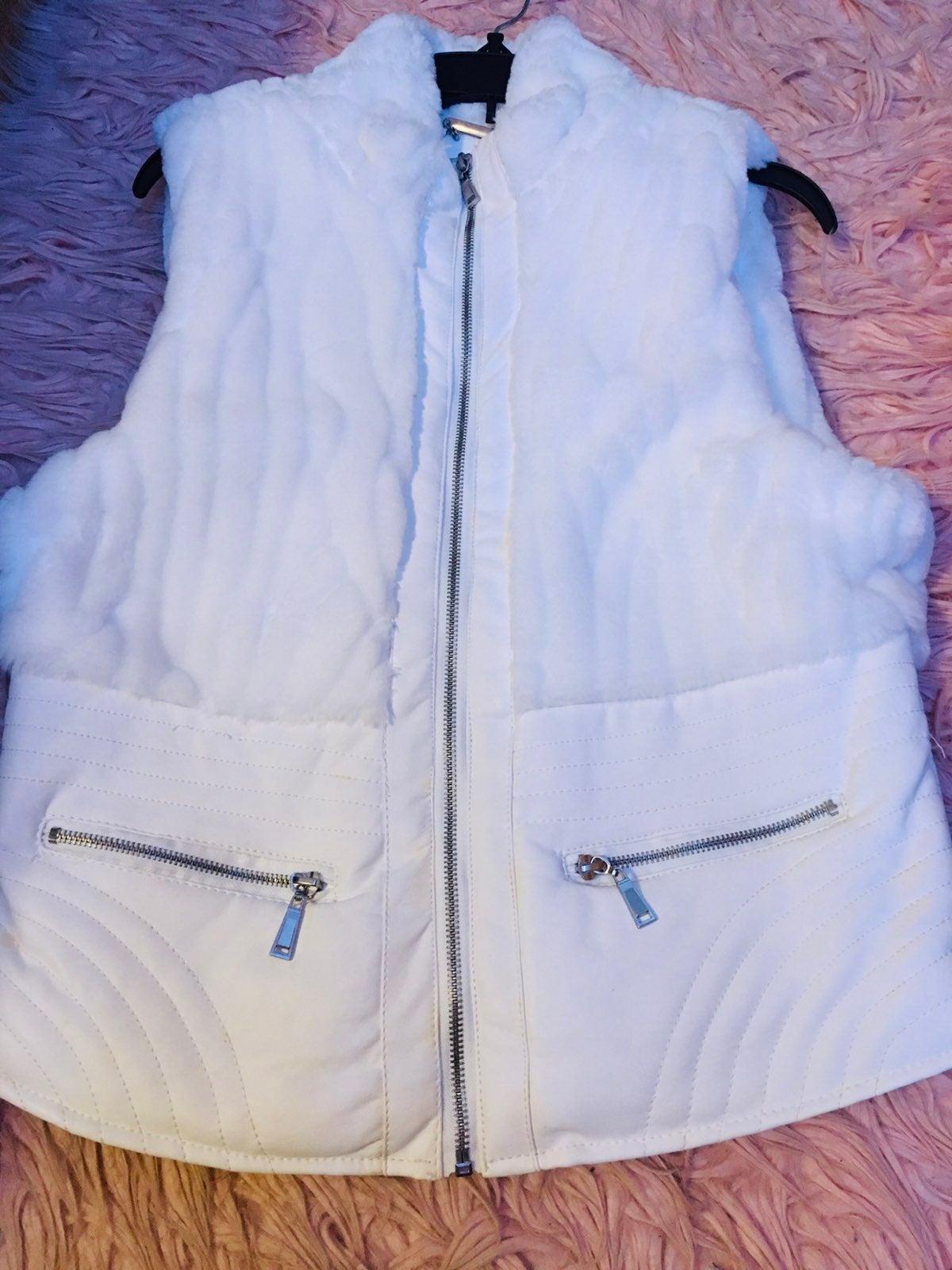 Puffer Vest with zipper packets