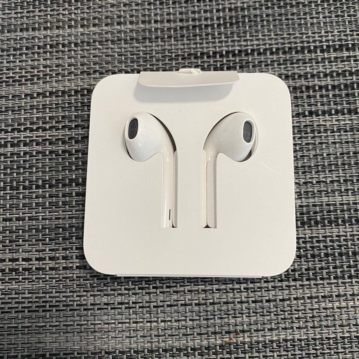 NEW Apple Wired to Lightening Headphones