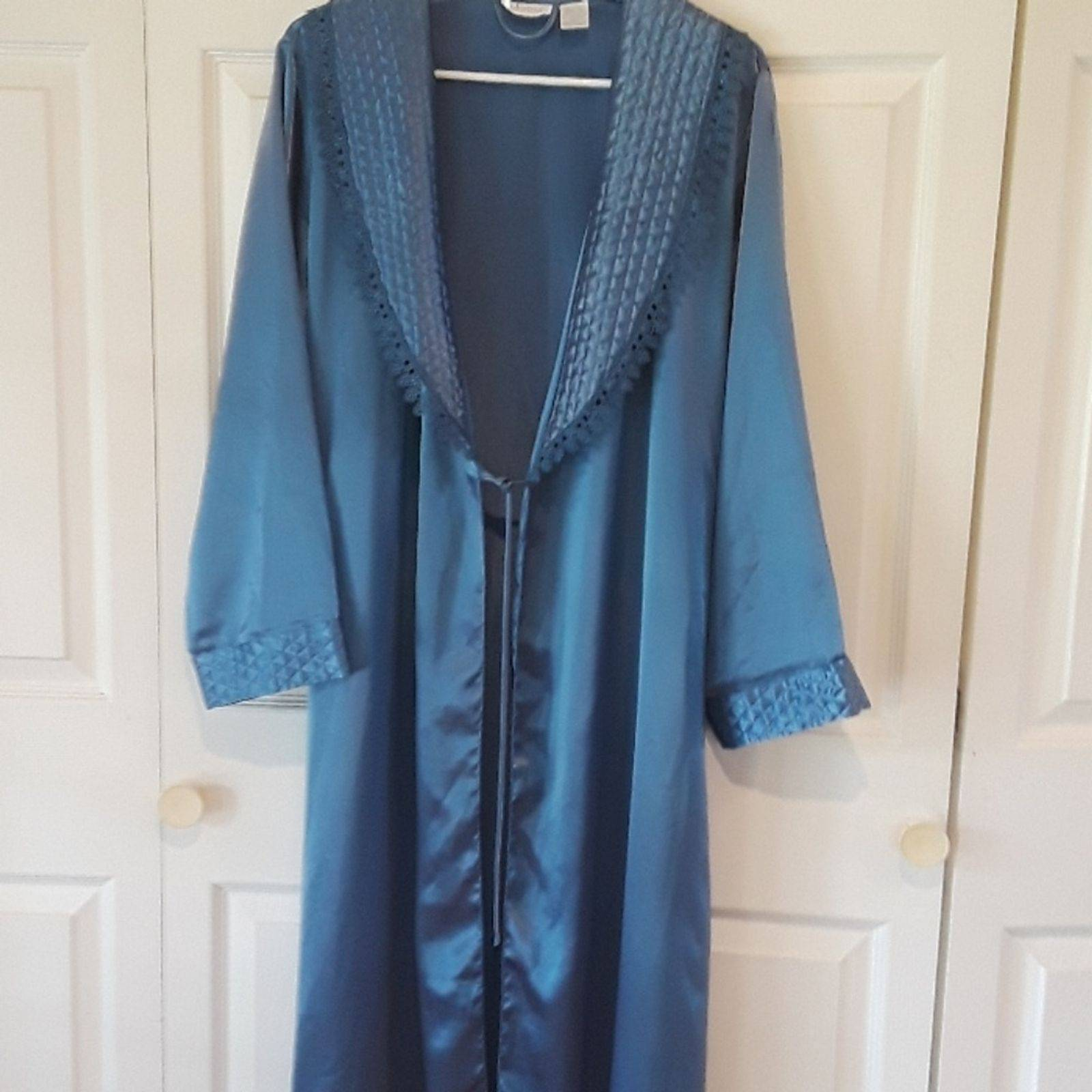 Adonna Full Length Robe Sz M Quilted …