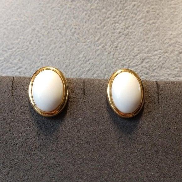 Vintage Trifari Cabochon Pierced Earring