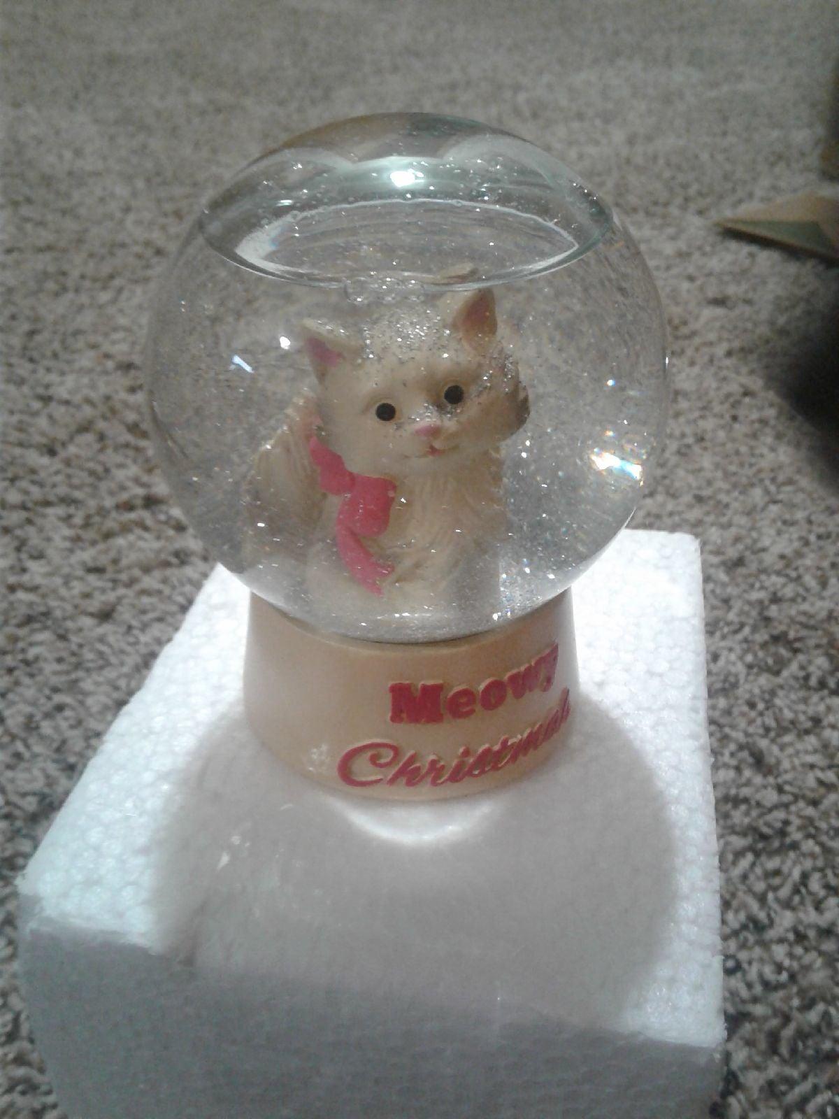 Kitty Snowglobe