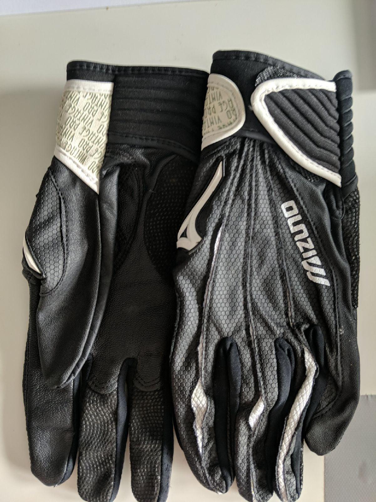 Size medium Mizuno batting gloves