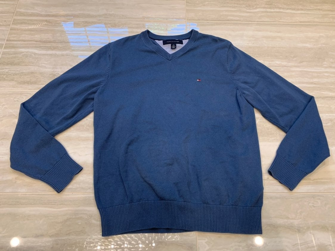 TOMMY HILFIGER SWEATER SIZE MENS MEDIUM