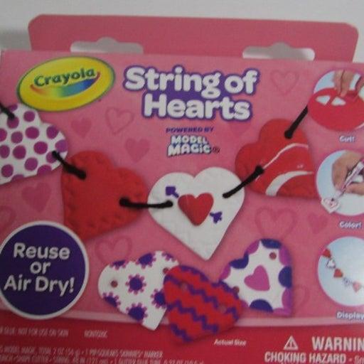 NEW Crayola Model Magic String of Hearts