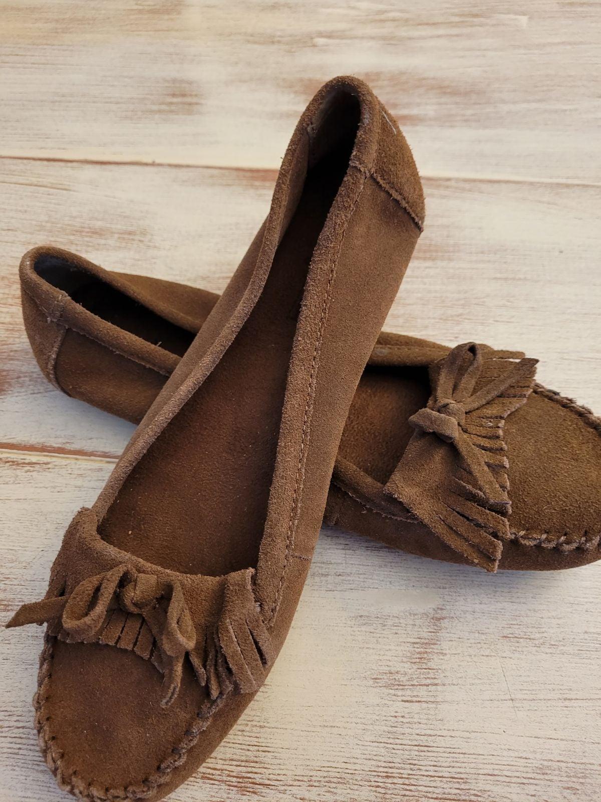Minnetonka moccasin shoes size 8.5