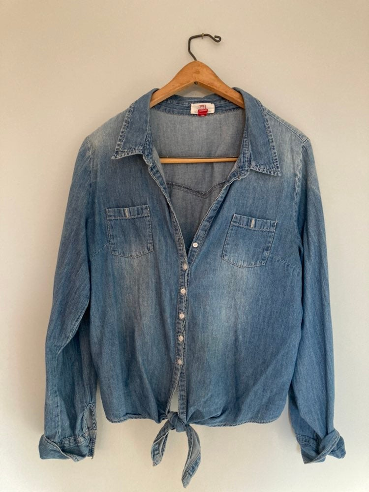 Denim knotted shirt