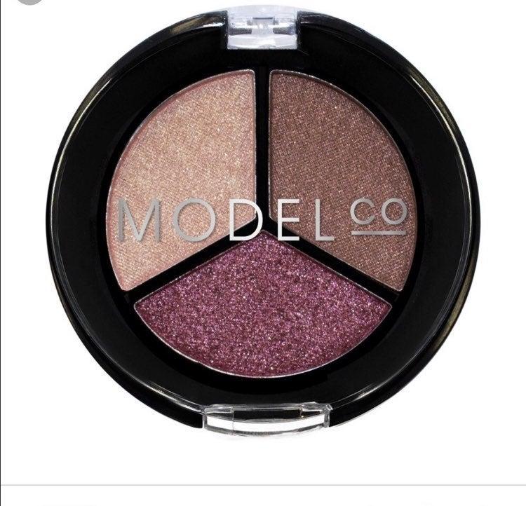 Model Co Metallic Eyeshadow Plum tones 2
