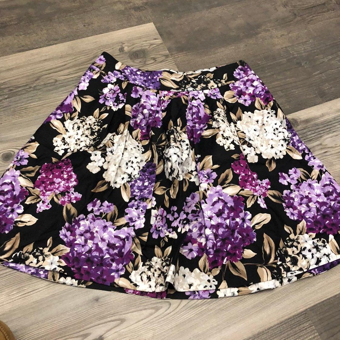 White House Black Market Floral Skirt 6