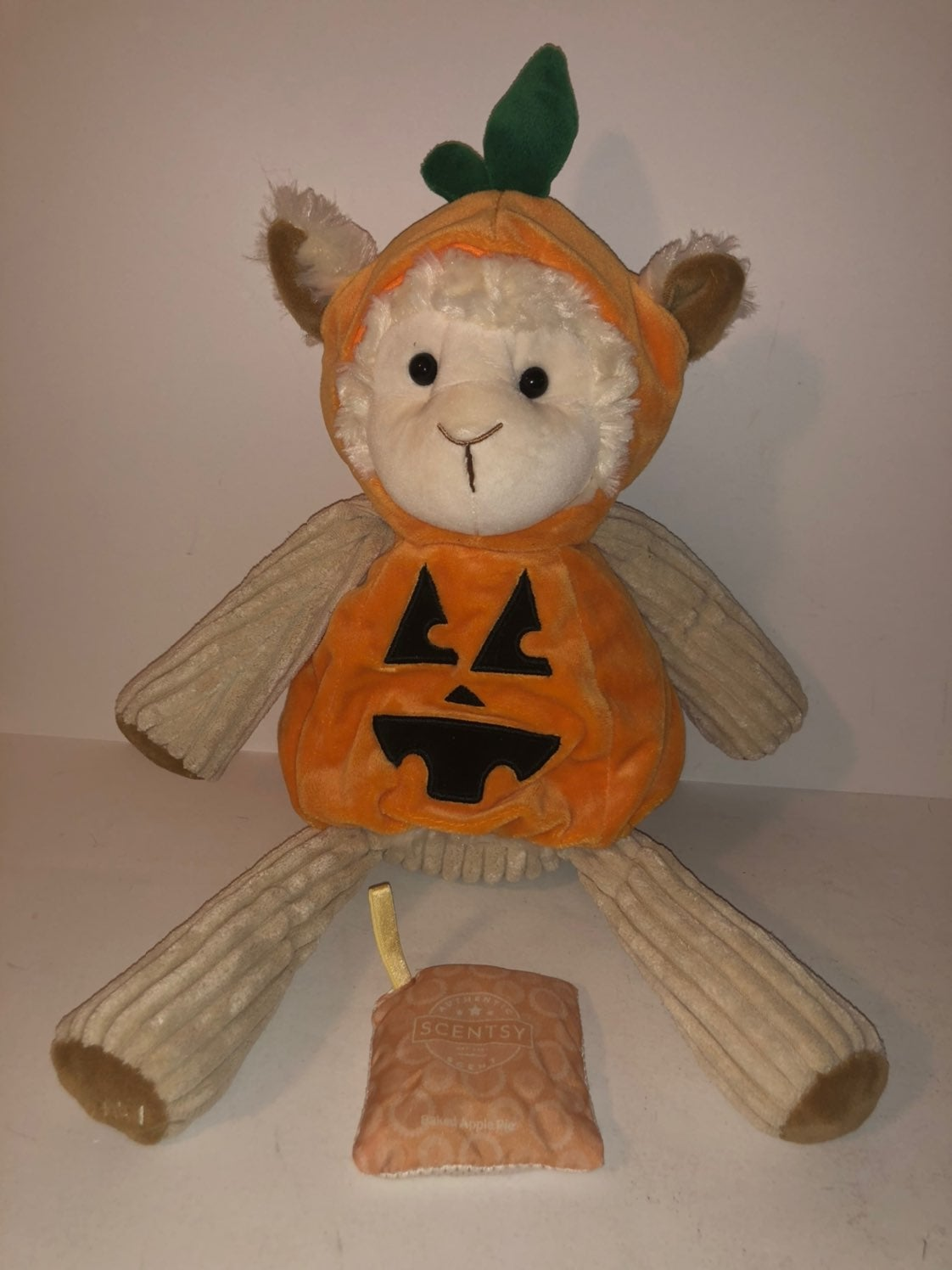 Scentsy buddy lamb with pack