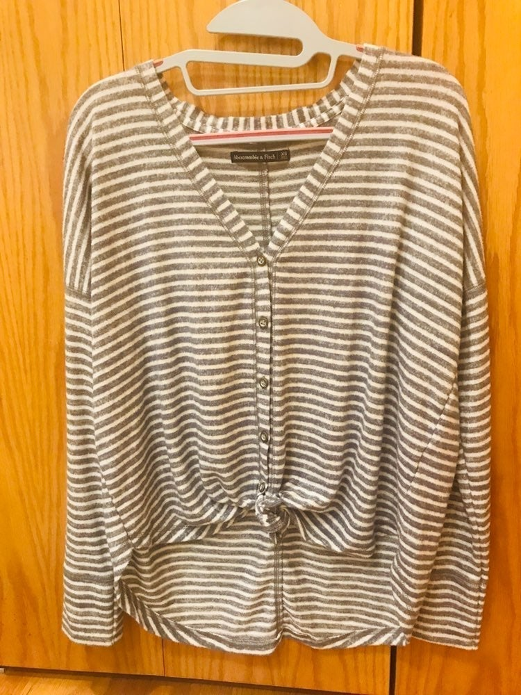 Abercrombie v neck button sweater