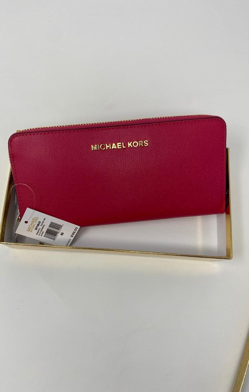 Michael Kors Women's Pink Wallet