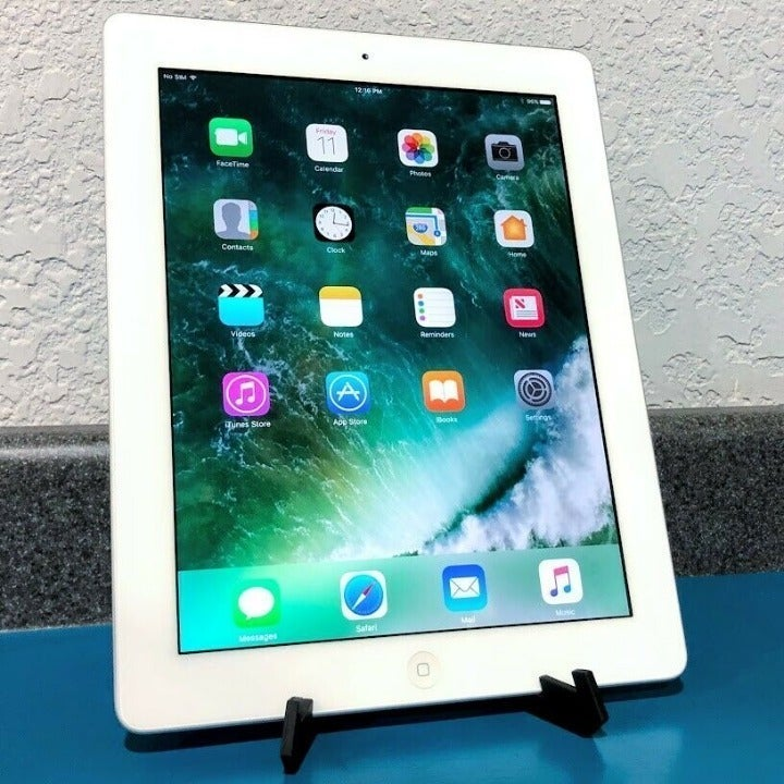 Apple iPad 4, 32GB LTE Tablet + CASE