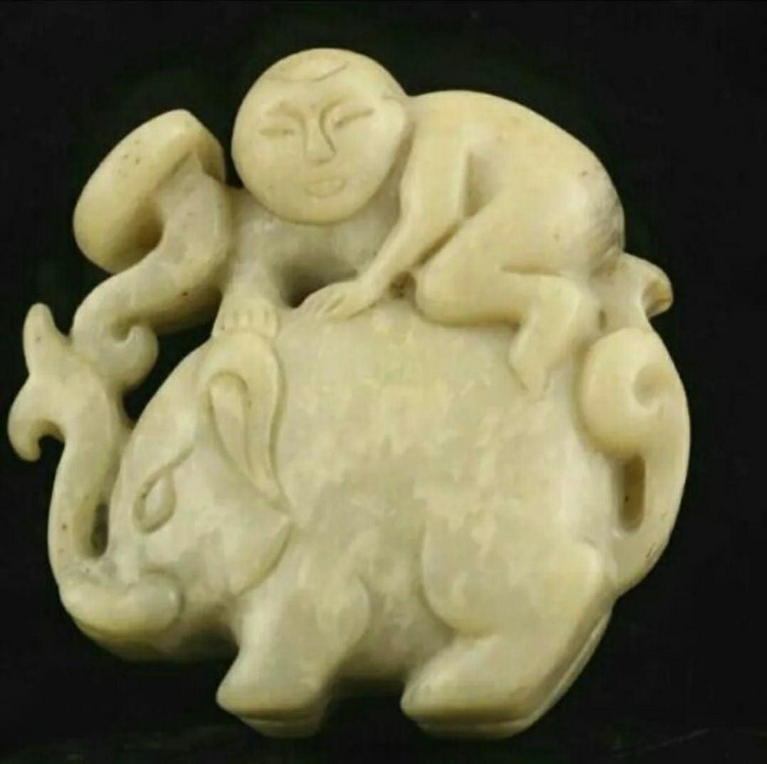 OLD CHINESE JADE ELEPHANT BOY AMULET