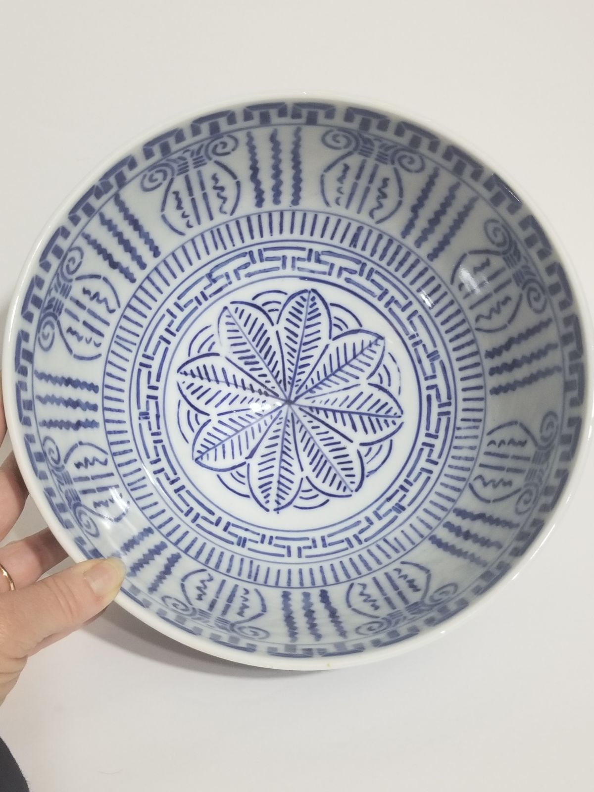 Large Chinese blue and white bowl vase