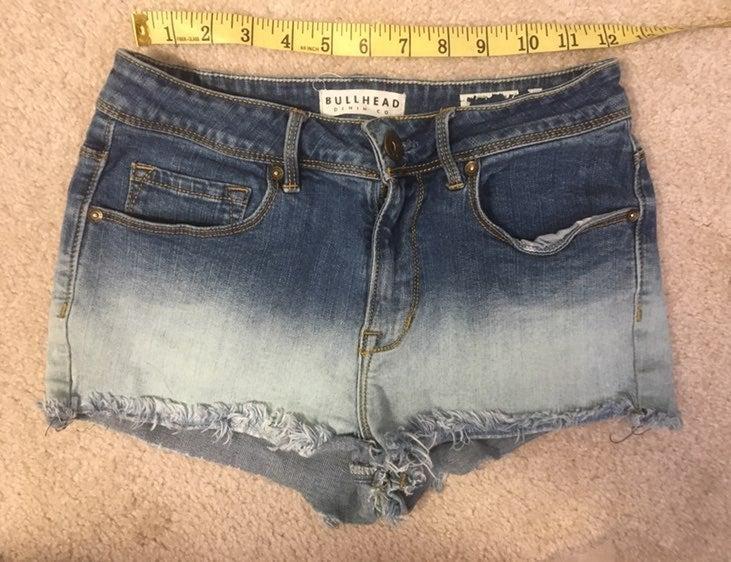 Bullhead size 0 24in ombre jean shorts