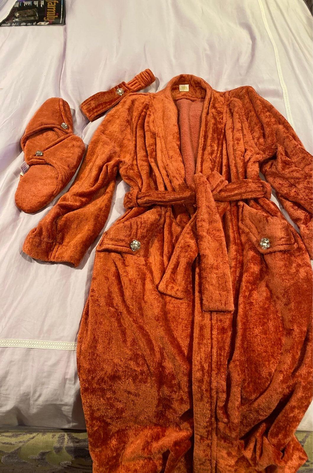 Robe, Gently used gorgeous La Perla apri