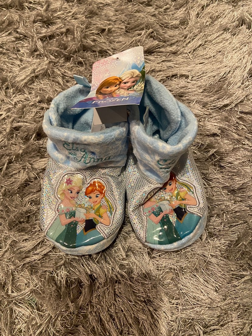 Frozen baby slippers 3/4 new