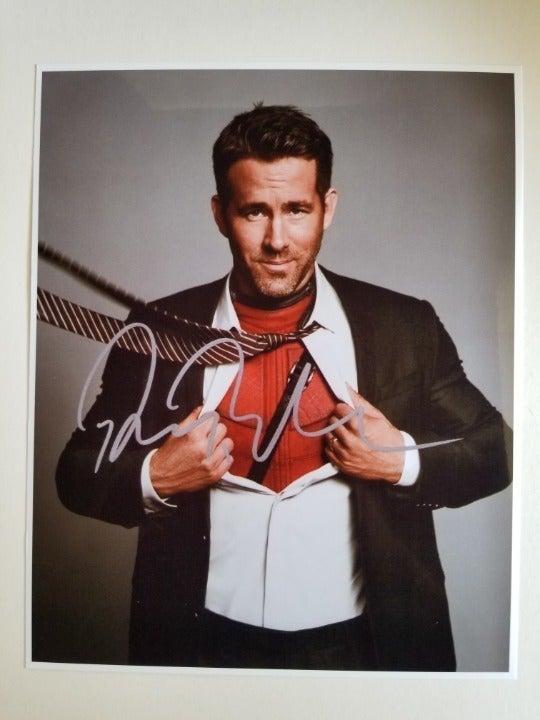 Deadpool signed 8x10 Photo RP - Marvel