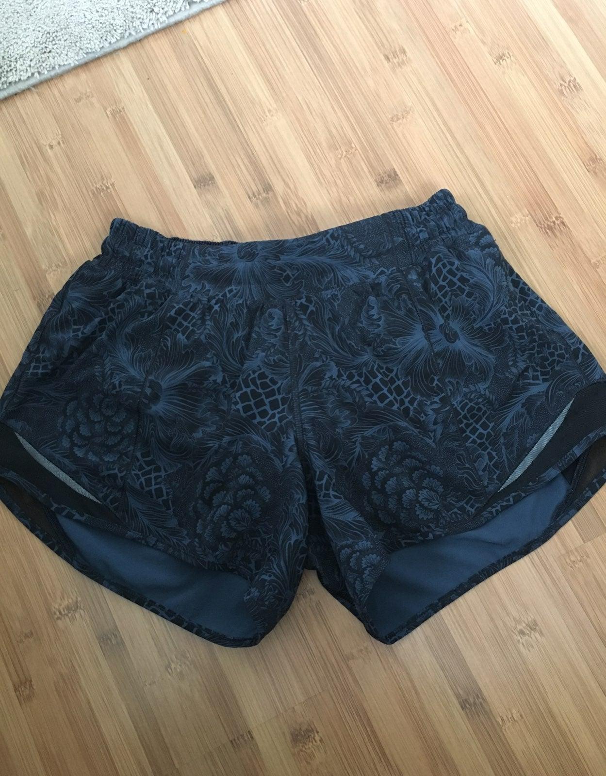 Shorts lululemon nouveau mach blue hotty