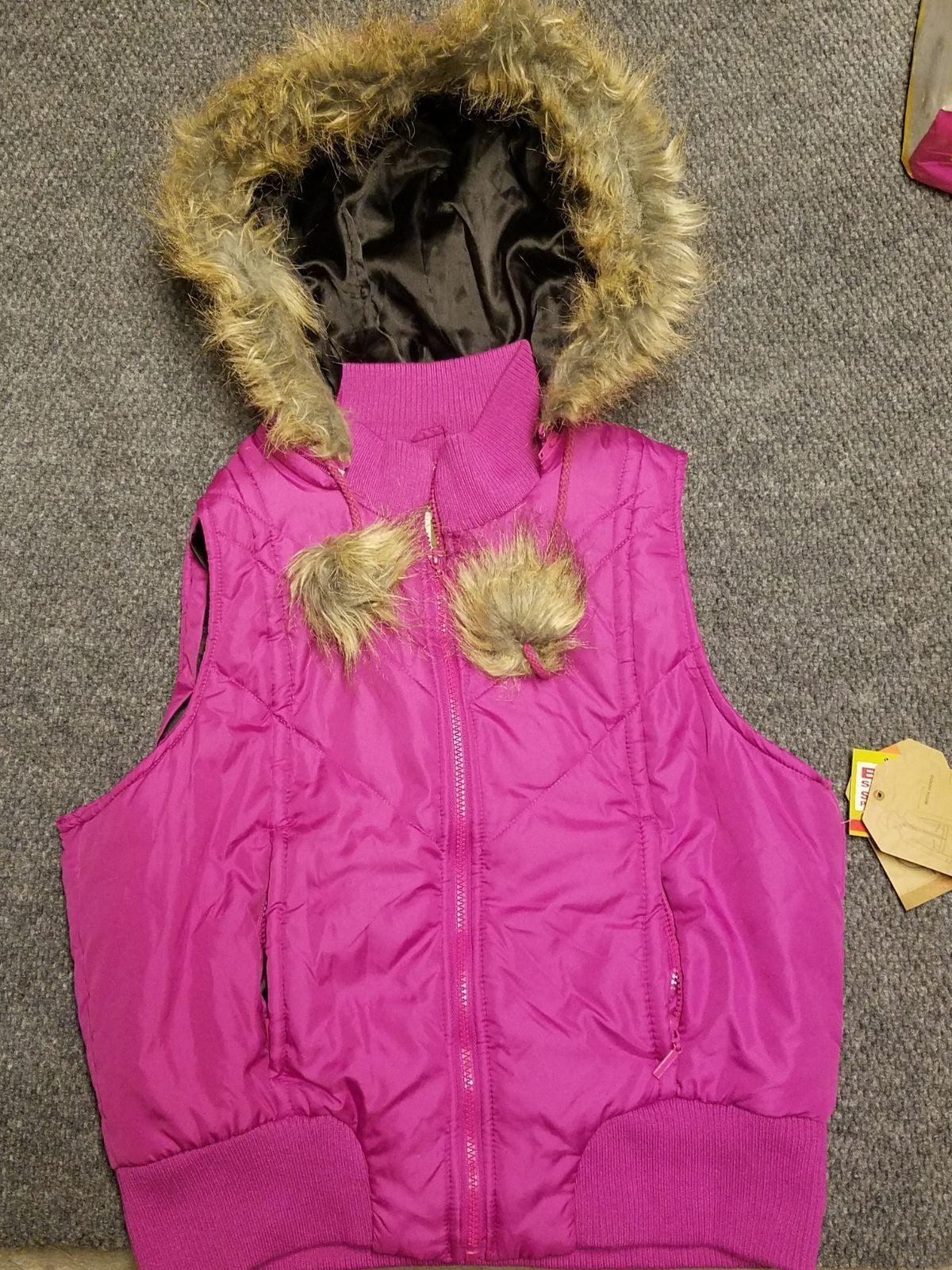 Brand new puffer vest w fur
