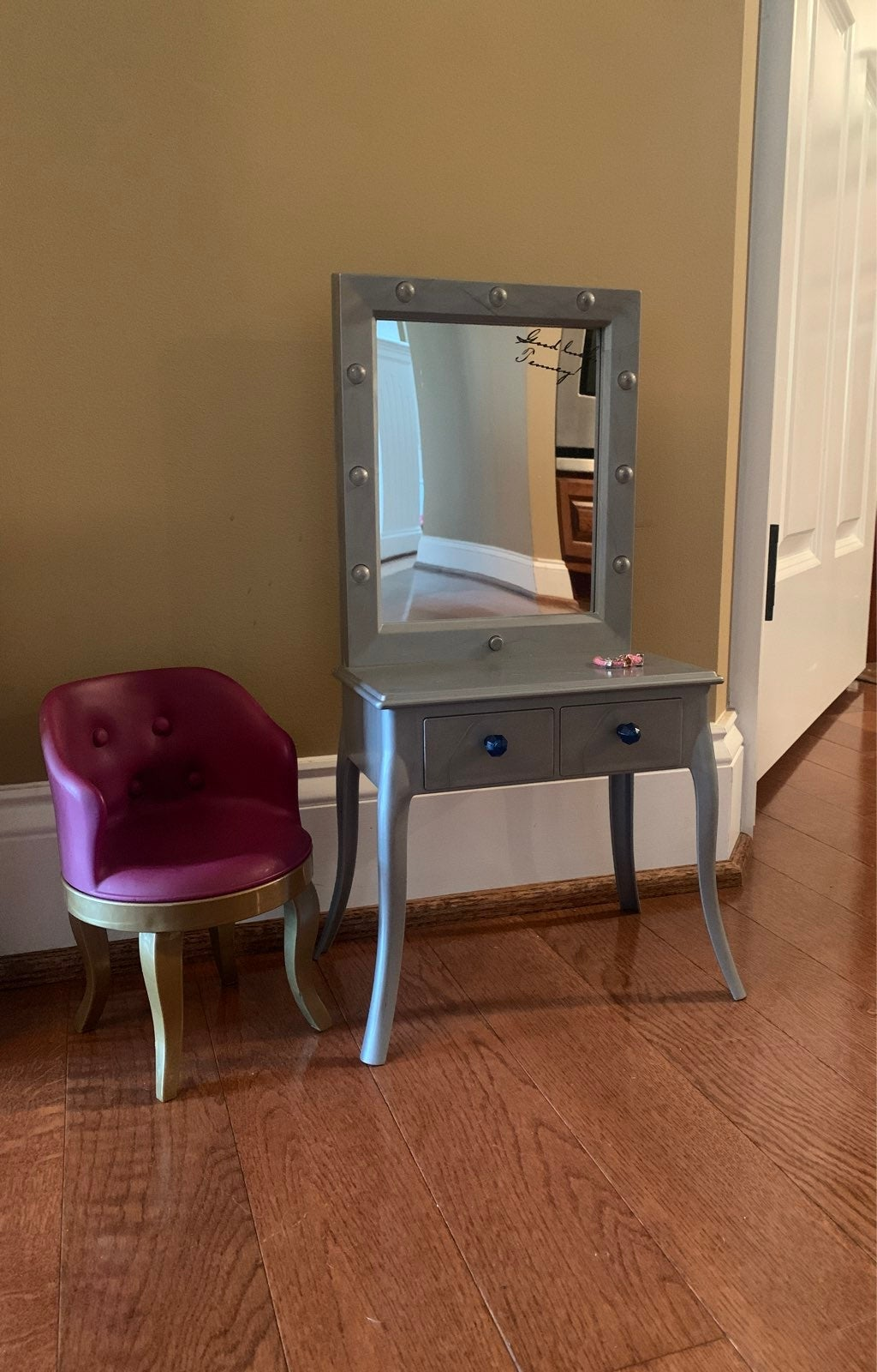 American Girl Tenney Vanity w/chair and