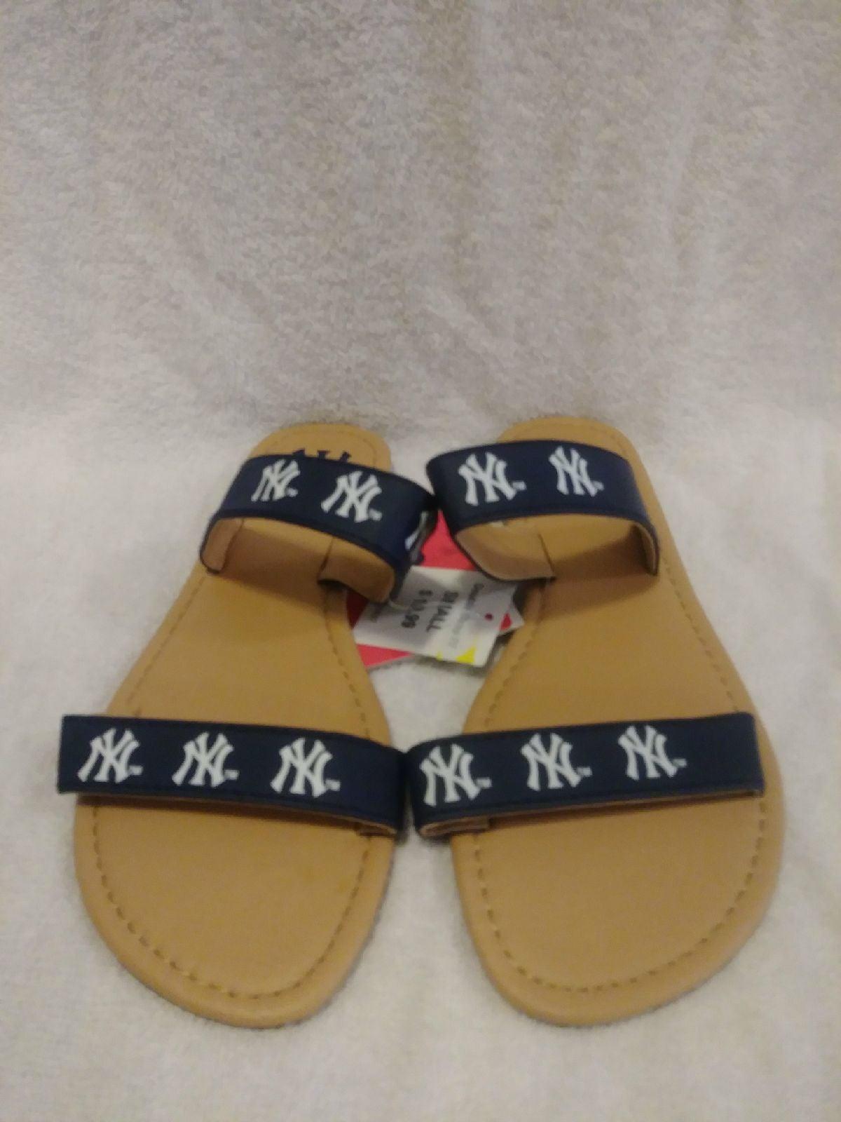 New York Yankees Women's Flip Flop Sz S