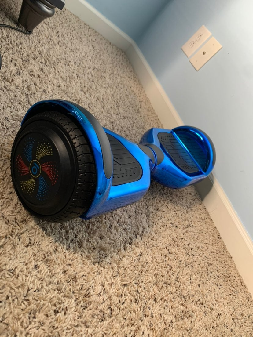 HoverBoard (NEW & INCLUDES CHARGER)