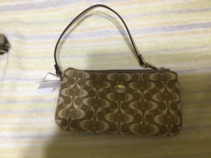 New with tags Coach medium wristlet