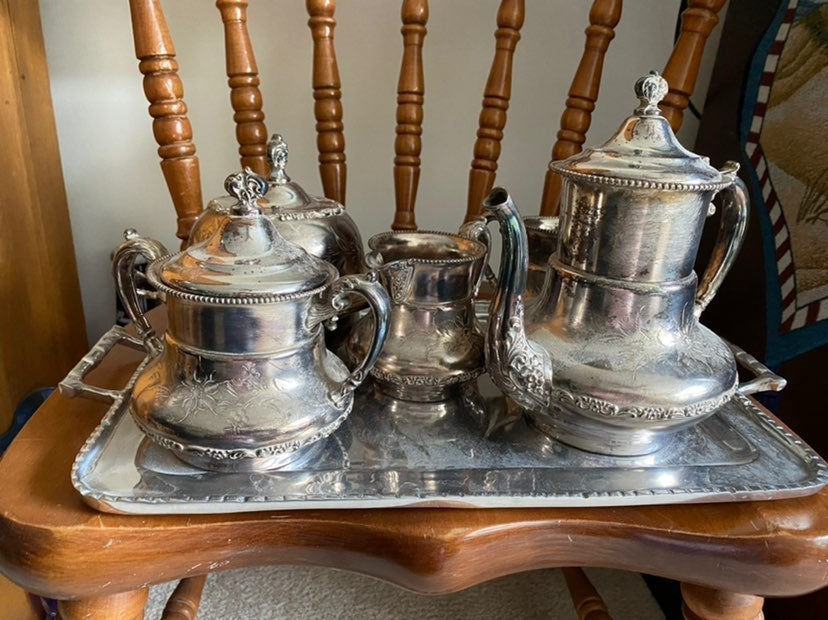 Sliver coffee/tea sugar and creamer set