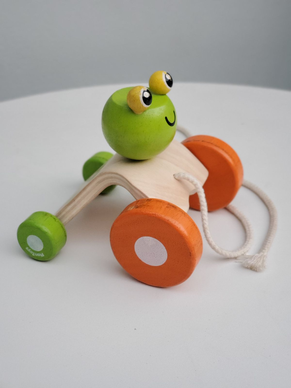 Plantoys jumping frog pull toy