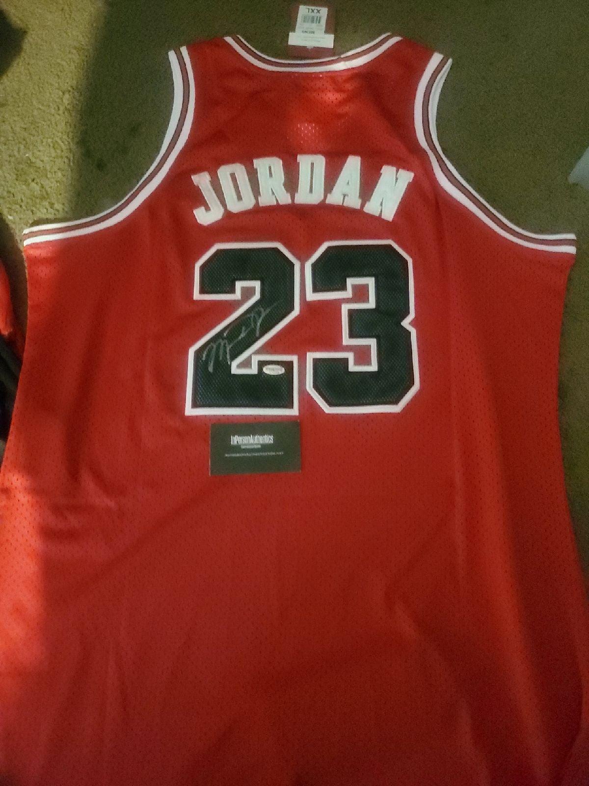 Jersey signed by Jordan w coa