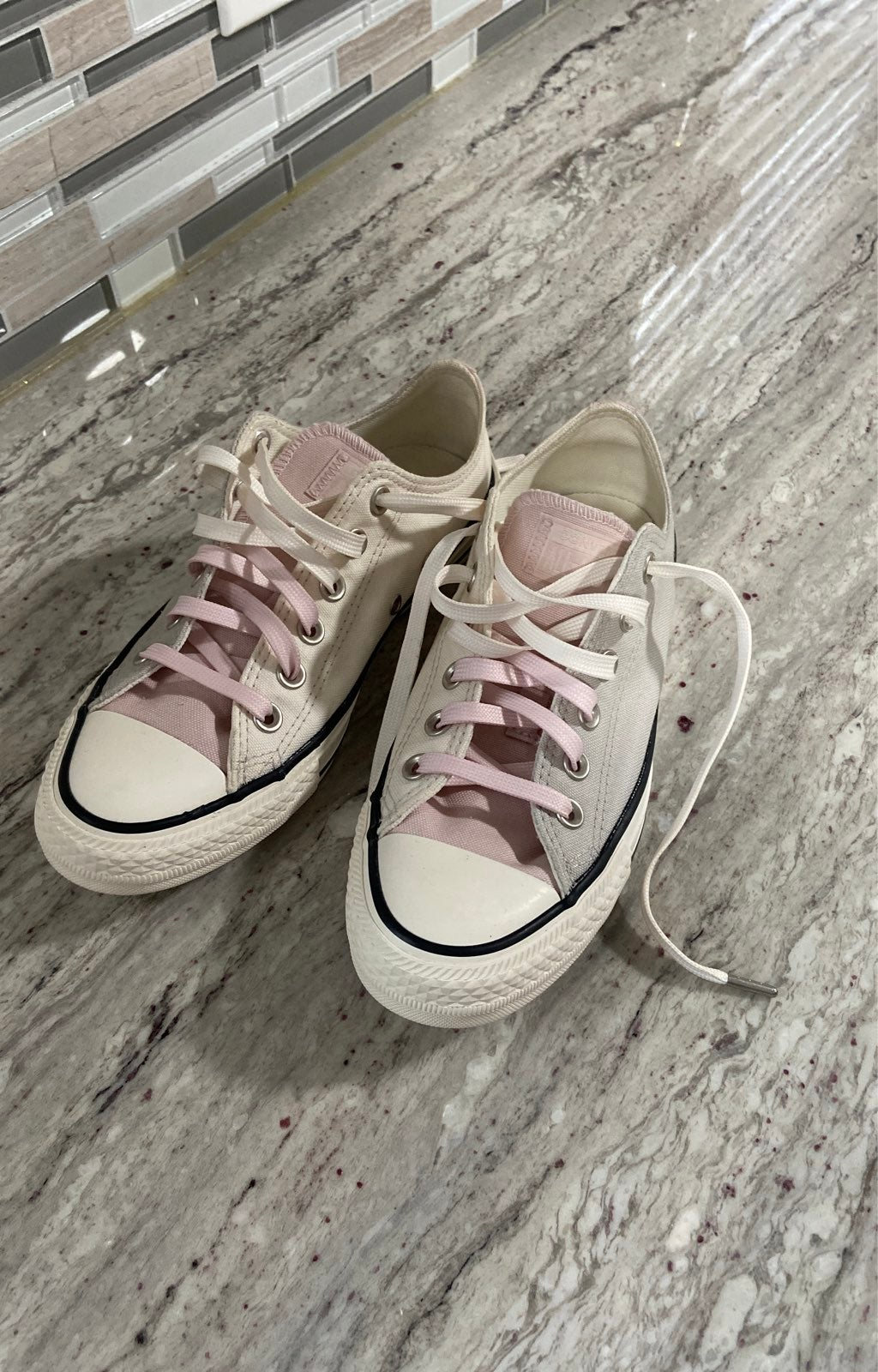 Womans Size 7 Converse All Star