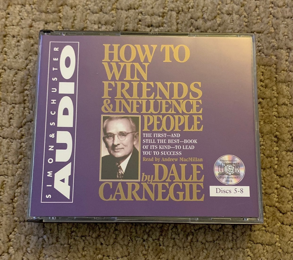 """Dale Carnegie """"How to win friends & infl"""
