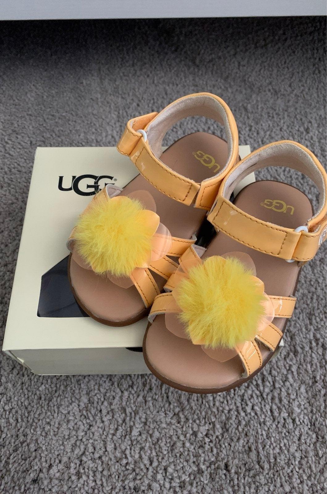 Sandals UGG toddler size 6/7