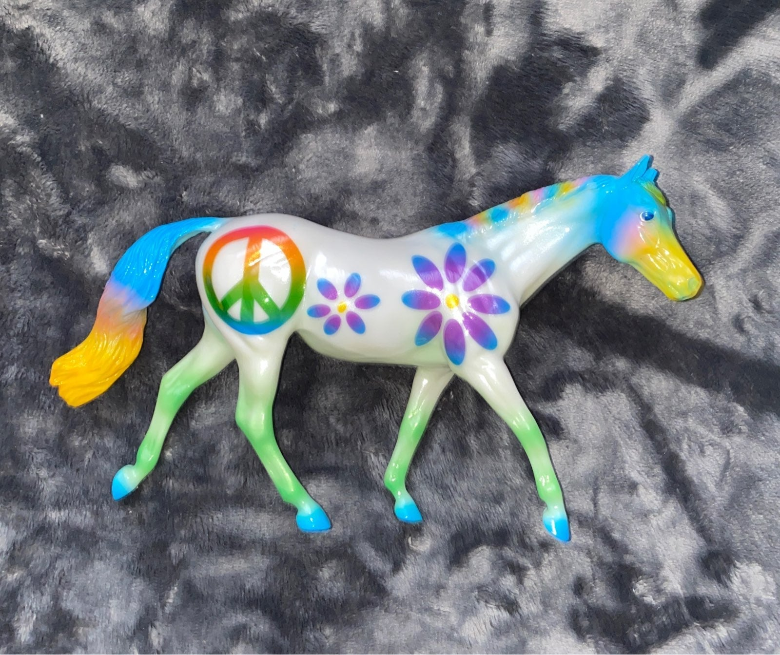 Breyer Horse Peace and Love *read*