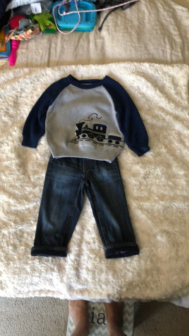 Boys 2T gymboree jeans and sweater