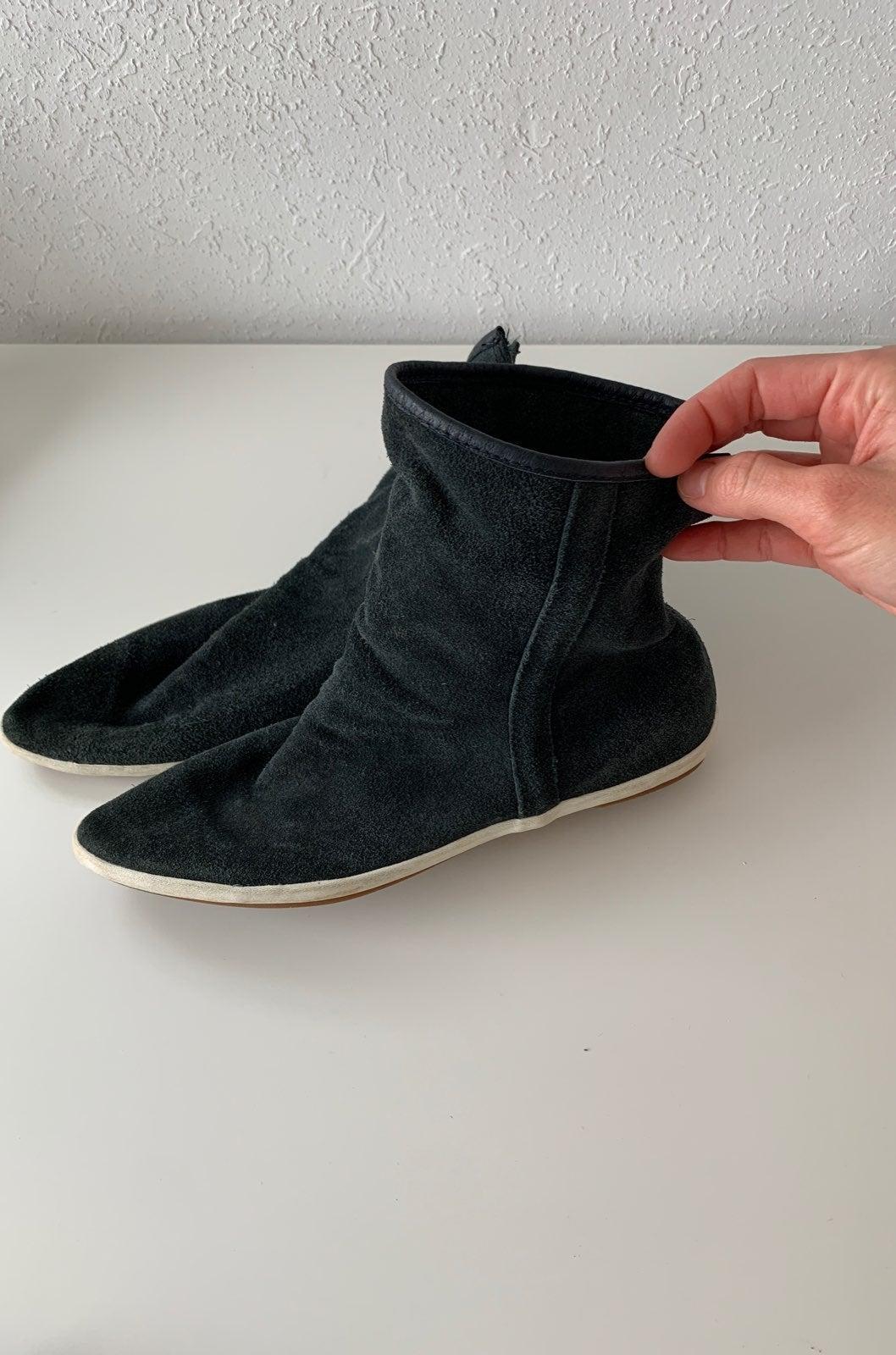 Sanuk booties size 6