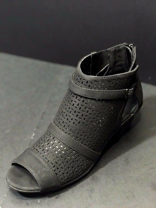 Easy Street Carrigan Mid Heel Sandals