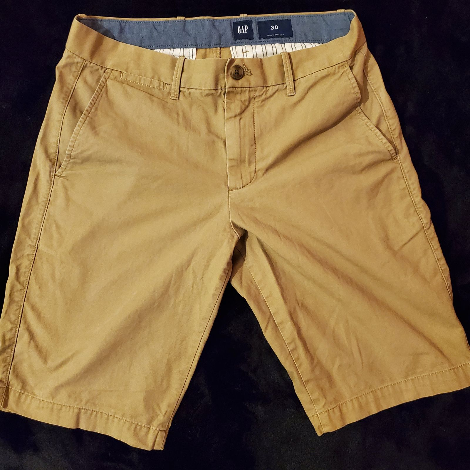 Gap Men Classic Khaki Shorts 11""