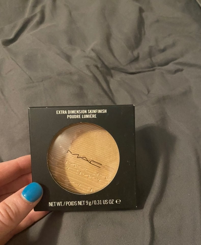 Mac Extra Dimension Skinfinish in Show G