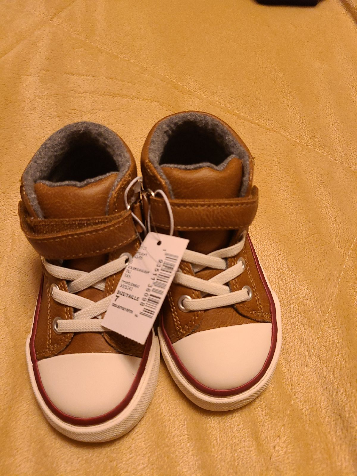 Toddler shoes size 7, new