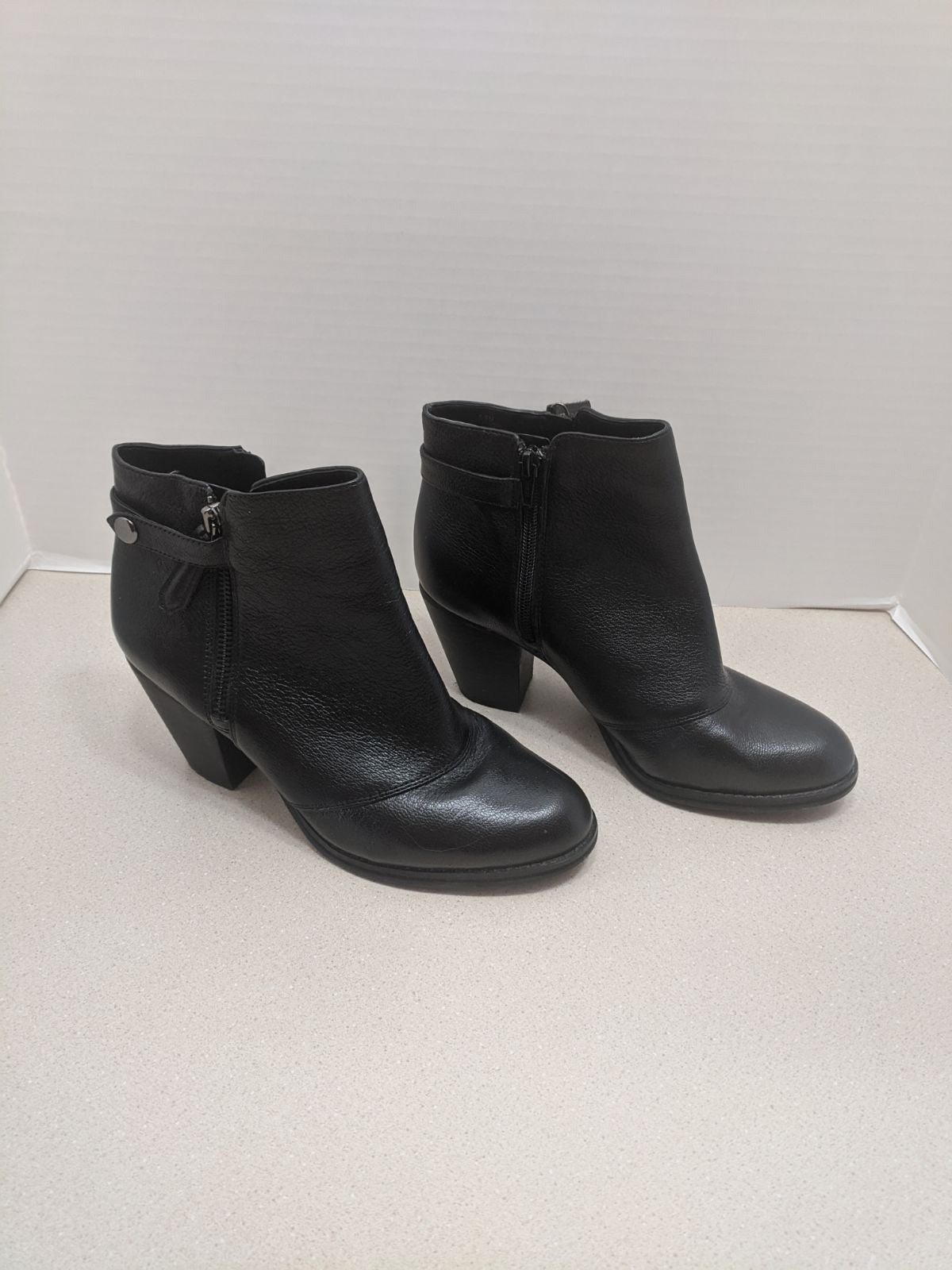 GB Gianni Bini black leather Booties